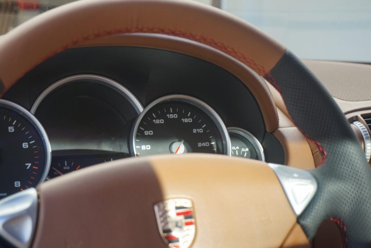 Porsche tapizado de volante