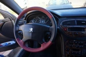 volante dos colores Peugeot