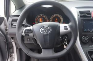 volante Toyota cuero granulado y perforado
