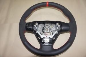 Mazda 8, alcantara y perforado