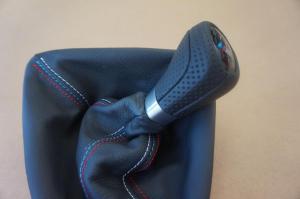 pomo BMW cuero nappa perforado, costura tricolor