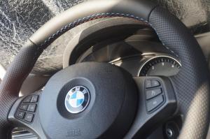 Volante BMW tapizado en cuero nappa natural perforado y liso