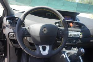 Renault cuero natural liso y perforado, hilo amarillo