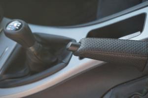 freno de mano, tapizado en cuero natural perforado de BMW