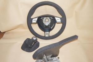 Porsche, volante, pomo y freno de mano en alcantara gris